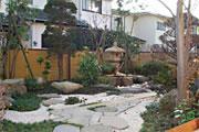 庭に親しむ家