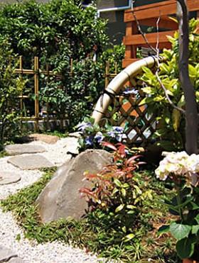 テッセンの花と光悦垣