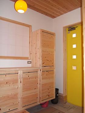 勾配天井の二階子供室