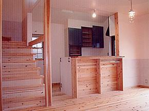 階段と対面キッチン