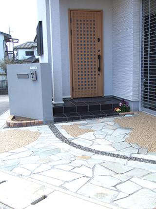 キツネ格子の玄関ドア